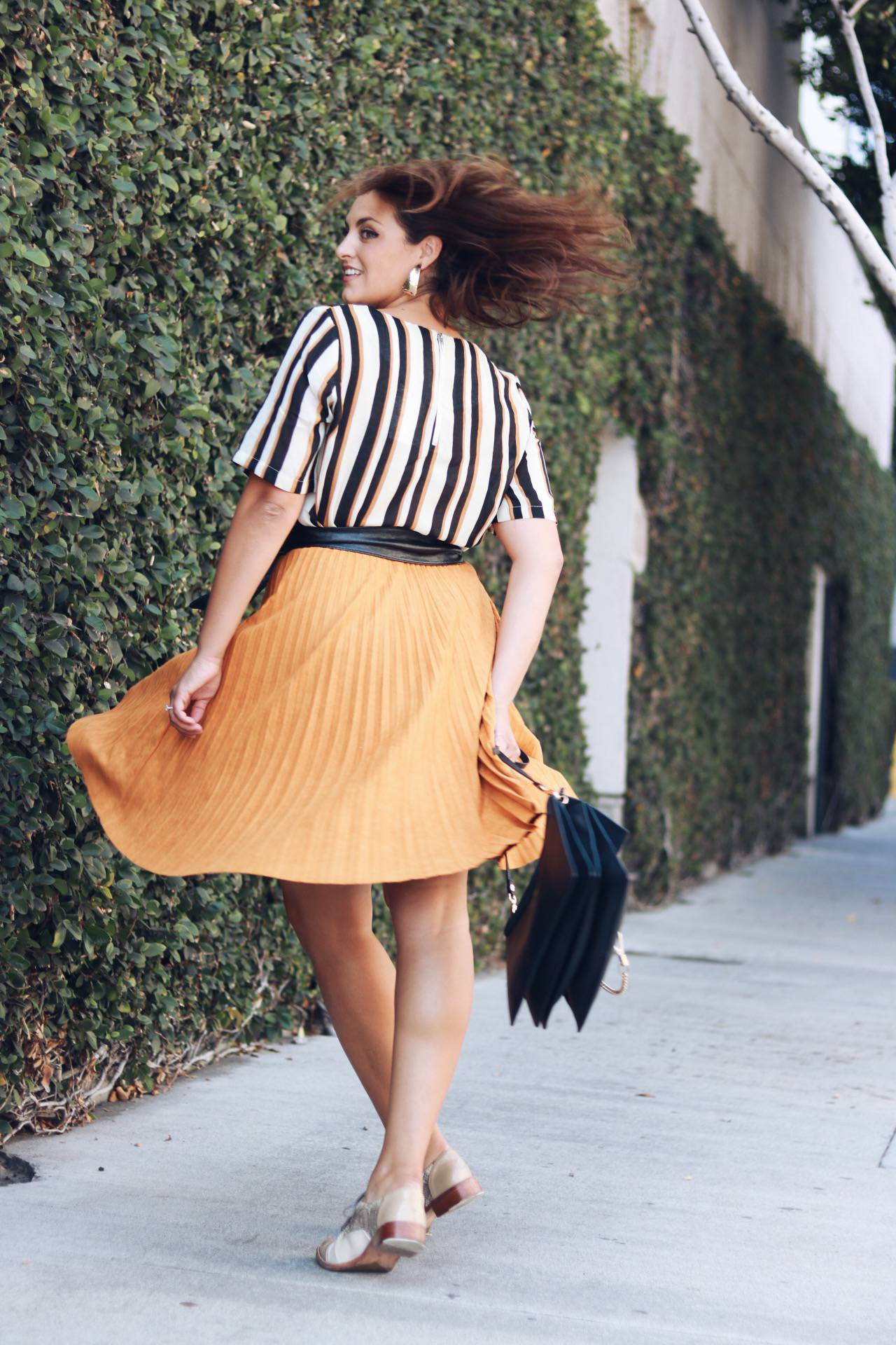 Suede pleated skirts
